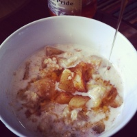 Porridge with stewed apples